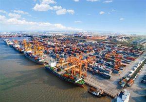 Các cảng lớn phục vụ cho việc vận chuyển các ngành công nghiệp tại đây